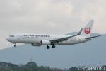 遠森一郎さんが、福岡空港で撮影した日本航空 737-846の航空フォト(写真)