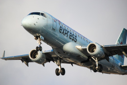 KAZ_YYZさんが、トロント・ピアソン国際空港で撮影したエア・カナダ ERJ-170-200 SU (ERJ-175SU)の航空フォト(写真)