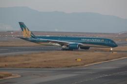 Koenig117さんが、関西国際空港で撮影したベトナム航空 A350-941XWBの航空フォト(写真)