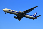 まさとしさんが、福岡空港で撮影した全日空 767-381の航空フォト(写真)
