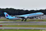 吉田高士さんが、成田国際空港で撮影した大韓航空 A330-322の航空フォト(写真)