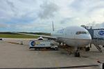 Wasawasa-isaoさんが、グアム国際空港で撮影したユナイテッド航空 777-222の航空フォト(写真)