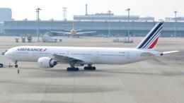 誘喜さんが、関西国際空港で撮影したエールフランス航空 777-328/ERの航空フォト(写真)