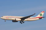 安芸あすかさんが、ロンドン・ヒースロー空港で撮影したミドル・イースト航空 A330-243の航空フォト(写真)