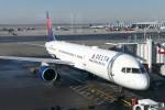 krozさんが、ジョン・F・ケネディ国際空港で撮影したデルタ航空 757-2Q8の航空フォト(写真)