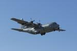 Mochi7D2さんが、厚木飛行場で撮影したアメリカ海軍 C-130 Herculesの航空フォト(写真)