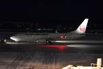 E-75さんが、函館空港で撮影した日本航空 737-846の航空フォト(写真)