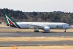 masa707さんが、成田国際空港で撮影したアリタリア航空 777-243/ERの航空フォト(写真)