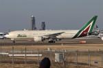 青春の1ページさんが、成田国際空港で撮影したアリタリア航空 777-243/ERの航空フォト(写真)
