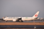 kurubouzuさんが、伊丹空港で撮影した日本航空 777-246/ERの航空フォト(写真)