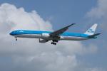 かずまっくすさんが、シンガポール・チャンギ国際空港で撮影したKLMオランダ航空 777-306/ERの航空フォト(写真)