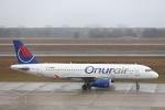 安芸あすかさんが、ベルリン・テーゲル空港で撮影したオヌール・エア A320-232の航空フォト(写真)