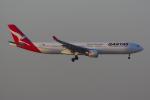 PASSENGERさんが、香港国際空港で撮影したカンタス航空 A330-303の航空フォト(写真)