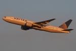 ファインディングさんが、羽田空港で撮影したユナイテッド航空 777-222/ERの航空フォト(写真)