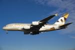 よしぱるさんが、ロンドン・ヒースロー空港で撮影したエティハド航空 A380-861の航空フォト(写真)