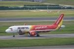 TAK10547さんが、シンガポール・チャンギ国際空港で撮影したベトジェットエア A320-214の航空フォト(写真)