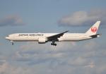 雲霧さんが、成田国際空港で撮影した日本航空 777-346/ERの航空フォト(写真)