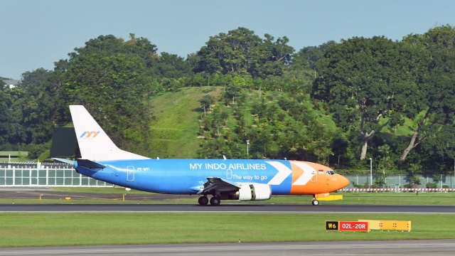 マイ・インド・エアラインズ Boeing 737-300 PK-MYI シンガポール・チャンギ国際空港  航空フォト | by flytaka78さん