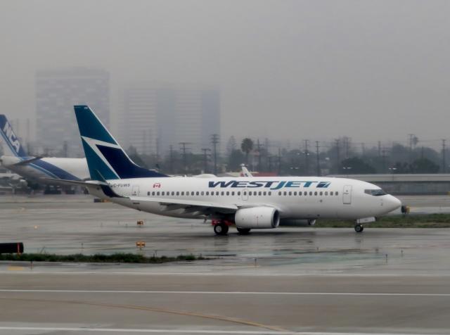ウェストジェット Boeing 737-700 C-FUWS ロサンゼルス国際空港  航空フォト | by さとうさん
