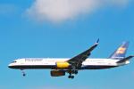 菊池 正人さんが、ロンドン・ヒースロー空港で撮影したアイスランド航空 757-256の航空フォト(写真)