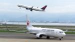 誘喜さんが、関西国際空港で撮影した日本航空 737-846の航空フォト(写真)
