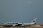 KENKEN25さんが、羽田空港で撮影した日本航空 777-246の航空フォト(写真)