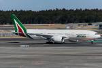 Tomo-Papaさんが、成田国際空港で撮影したアリタリア航空 777-243/ERの航空フォト(写真)