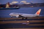 おっしーさんが、羽田空港で撮影した日本航空 767-346の航空フォト(写真)