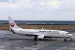 にしやんさんが、奄美空港で撮影した日本航空 737-846の航空フォト(写真)
