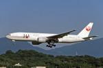 Gambardierさんが、福岡空港で撮影した日本航空 777-246の航空フォト(写真)