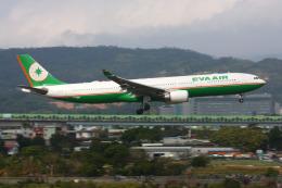 HLeeさんが、台北松山空港で撮影したエバー航空 A330-302の航空フォト(写真)