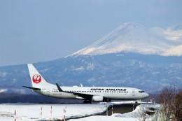 にしやんさんが、釧路空港で撮影した日本航空 737-846の航空フォト(写真)