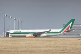 サリーちゃんのパパさんが、羽田空港で撮影したアリタリア航空 A330-202の航空フォト(写真)