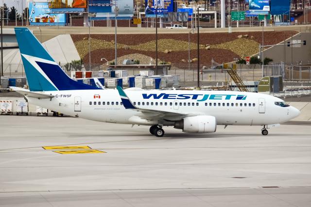 ウェストジェット Boeing 737-700 C-FWSF マッカラン国際空港  航空フォト | by まくろすさん