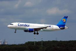 Gambardierさんが、デュッセルドルフ国際空港で撮影したコンドル A320-212の航空フォト(写真)