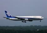 にしやんさんが、新千歳空港で撮影した全日空 767-381の航空フォト(写真)