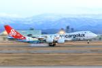 ストロベリーさんが、小松空港で撮影したカーゴルクス 747-8R7F/SCDの航空フォト(写真)