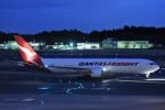 B747‐400さんが、成田国際空港で撮影したカンタス航空 767-381F/ERの航空フォト(写真)