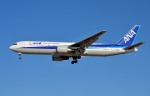 IL-18さんが、成田国際空港で撮影した全日空 767-381/ERの航空フォト(写真)