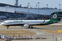 SFJ_capさんが、関西国際空港で撮影したエバー航空 A321-211の航空フォト(写真)