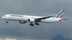 誘喜さんが、香港国際空港で撮影したエールフランス航空 777-328/ERの航空フォト(写真)