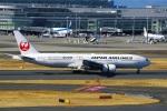 DVDさんが、羽田空港で撮影した日本航空 777-246の航空フォト(写真)