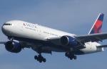 パピヨンさんが、羽田空港で撮影したデルタ航空 777-232/ERの航空フォト(写真)