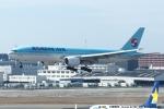 tabi0329さんが、福岡空港で撮影した大韓航空 777-2B5/ERの航空フォト(写真)