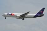 ぼんやりしまちゃんさんが、シンガポール・チャンギ国際空港で撮影したフェデックス・エクスプレス 767-3S2F/ERの航空フォト(写真)