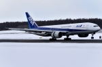 バーダーさんさんが、新千歳空港で撮影した全日空 777-281の航空フォト(写真)