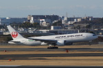 HEATHROWさんが、伊丹空港で撮影した日本航空 777-246/ERの航空フォト(写真)
