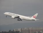 commet7575さんが、福岡空港で撮影した日本航空 777-246の航空フォト(写真)