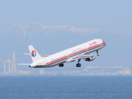 きゅうさんが、中部国際空港で撮影した中国東方航空 A321-211の航空フォト(写真)