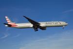 よしぱるさんが、ロンドン・ヒースロー空港で撮影したアメリカン航空 777-323/ERの航空フォト(写真)